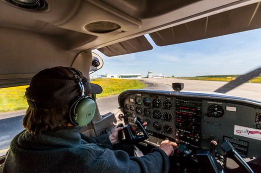 Flugzeug selber fliegen als Geschenk