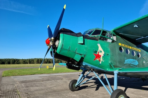 Ihr Flugzeug Antonov AN 2