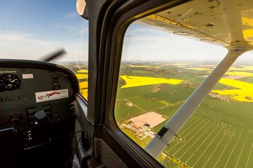 Cessna fliegen der Blick aus dem Flugzeug